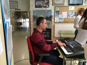 D. Juan José Lupión al piano